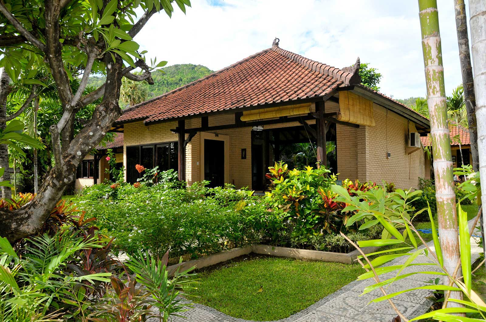 Hidden paradise cottages amed bali hidden paradise for Cottage bali